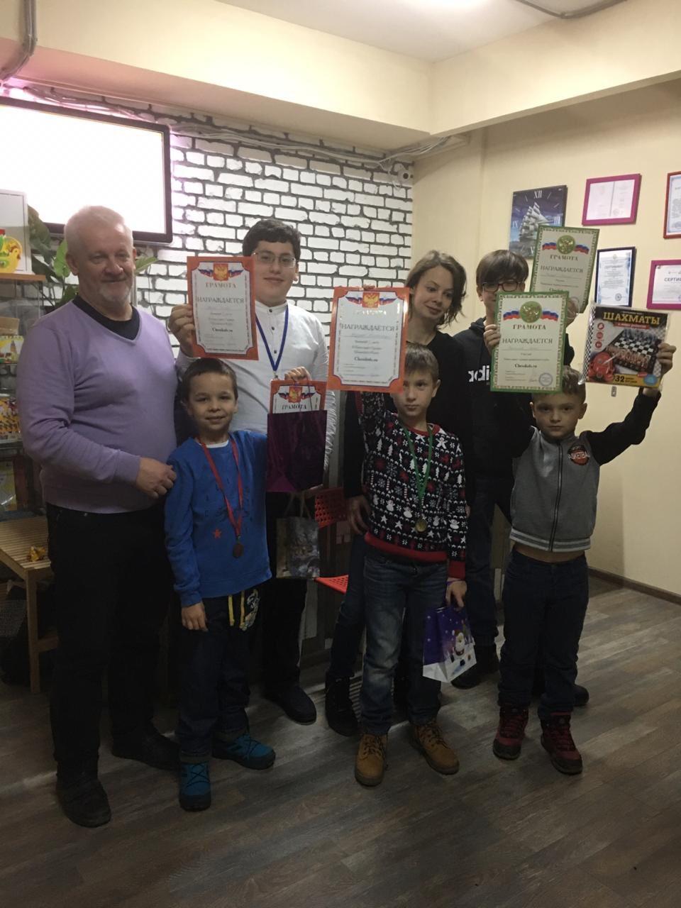 Первый Новогодний Семейный Командный Турнир Chesskids приуроченный к Чемпионату мира по блицу